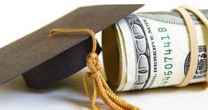 Small graduation cap and roll of bills © zimmytws - Fotolia.com