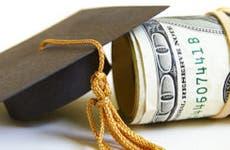 Small graduation cap and roll of bills © zimmytws - Fotolia.com