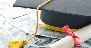 Graduation cap, diploma, money © pogonici/Shutterstock.com