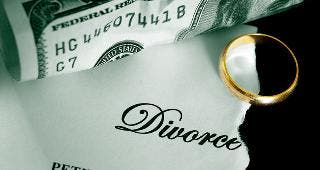 Divorce papers, money and ring © zimmytws/Shutterstock.com