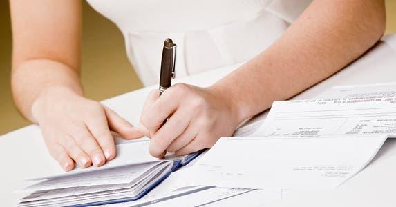 Are minimum deposit required? © AVAVA/Shutterstock.com