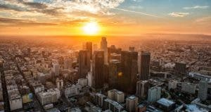 Los Angeles at sunset © iStock