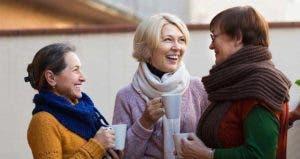 Mature women wearing sweaters, talking and drinking coffee © Iakov Filimonov/Shutterstock.com