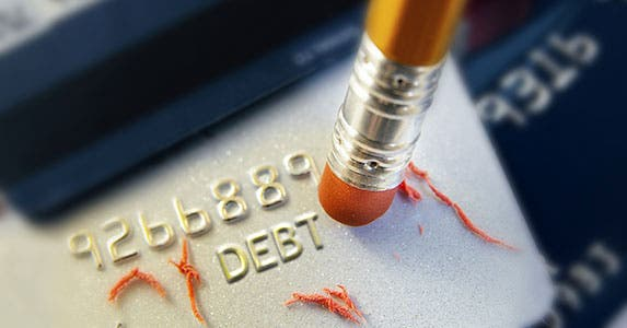Pay off a specific debt © zimmytws/Shutterstock.com