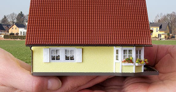 Avoid bidding wars © Edler von Rabenstein/Shutterstock.com
