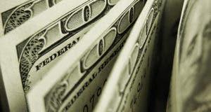 """$100 bills, word """"federal reserve"""" up close © isak55/Shutterstock.com"""