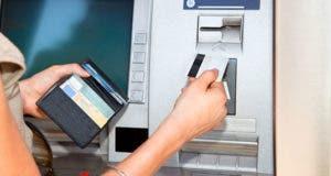 Woman using debit card at ATM machine © Aleksandar Todorovic / Shutterstock.com
