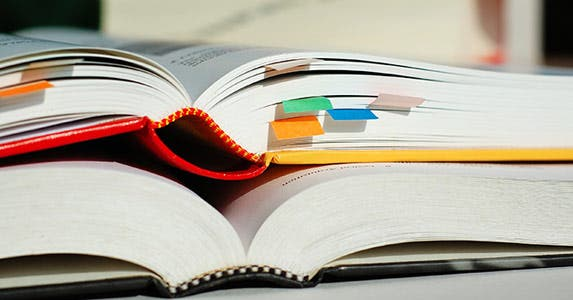 Don't pay sticker price for books | Bildagentur Zoonar GmbH/Shutterstock.com