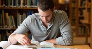 Student studying in library © WavebreakmediaMicro - Fotolia.com