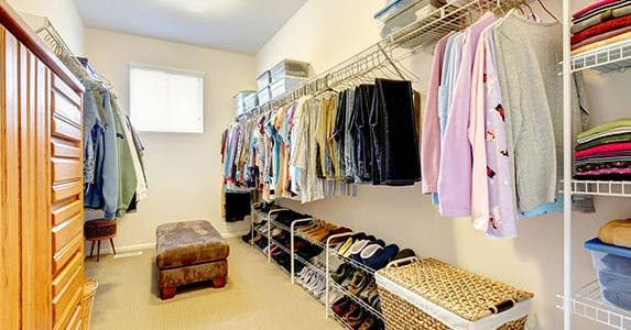 Bedroom closets: The 'boutique' approach © Iriana Shiyan/Shutterstock.com