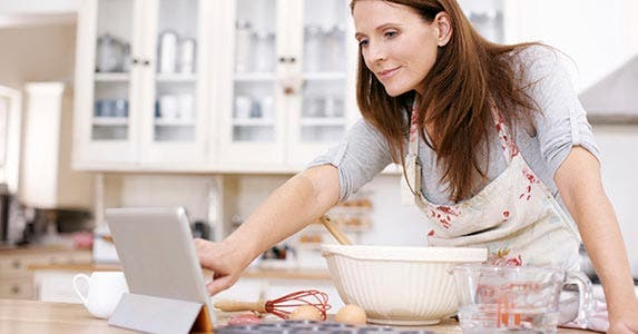 Bookmark sites to save money on cooking | iStock.com/STEEX