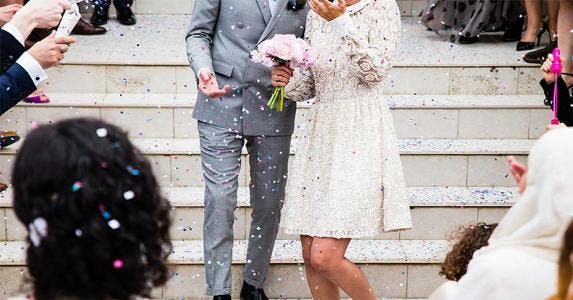 Throwing confetti at newlyweds walking down the stairs | Sweet Ice Cream Photography/Unsplash