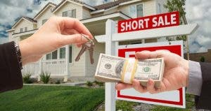 Short sale, keys and money © Andy Dean Photography / Fotolia