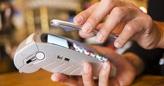 Mobile payment scanner © LDprod/Shutterstock.com