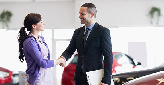 Vehicle retail sales © wavebreakmedia/Shutterstock.com