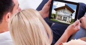 Couple looking at house pictures on a tablet © Andrey_Popov/Shutterstock.com