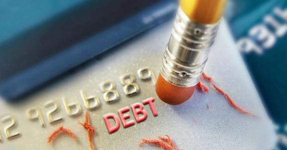 Erasing debt from credit card © iStock