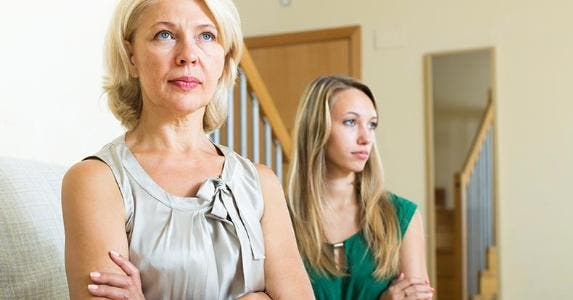 Mother and adult daughter disagreement © iStock