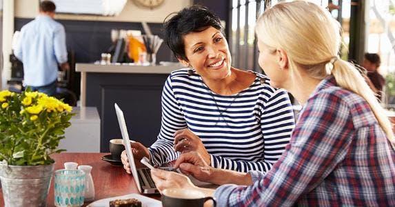 Two friends talking over breakfast © Monkey Business Images/Shutterstock.com