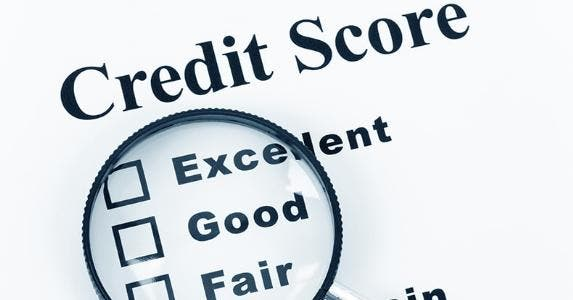 Magnifying glass on levels of credit scores © Feng Yu/Shutterstock.com