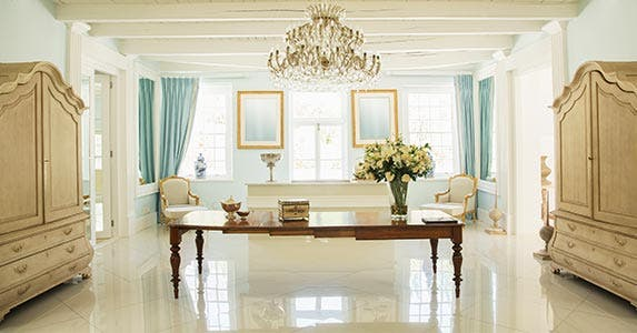 A luxury room with a nice table