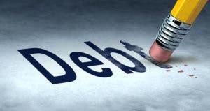 Erasing debt concept with a pencil and erasing erasing the word 'debt' © Lightspring/Shutterstock.com