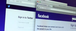 Facebook and Twitter in browser © dolphfyn/Shutterstock.com