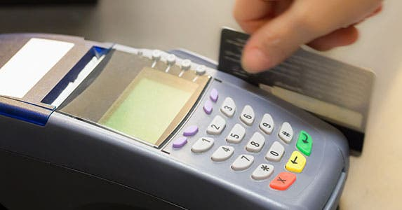 Running debit as credit gives more protection © TuTheLens/Shutterstock.com