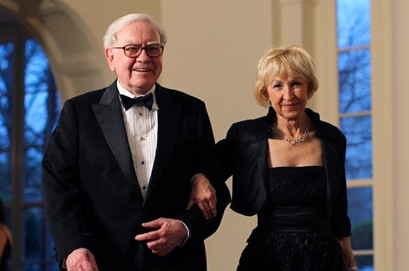 Warren Buffett and Astrid Menks © BENJAMIN MYERS/Reuters/Corbis