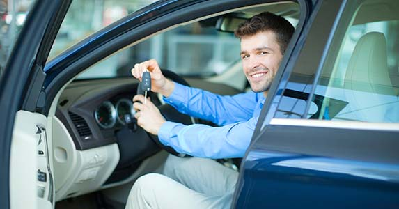 Purchasing a car © iStock
