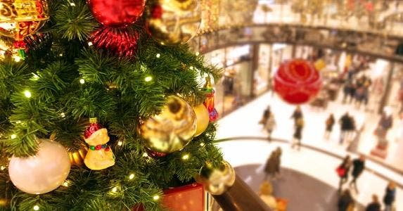 Christmas tree in the mall © iStock