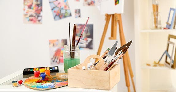 Tricks for affordable art © Africa Studio/Shutterstock.com