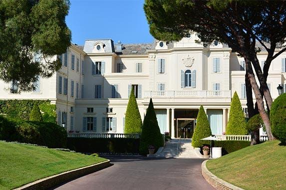 Hotel du Cap-Eden-Roc, Antibes, France | Arthur R./Shutterstock.com