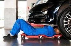Auto mechanic working on car in shop | Twinsterphoto/Shutterstock.com