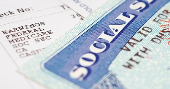 Social security card and paycheck © chuck - Fotolia.com