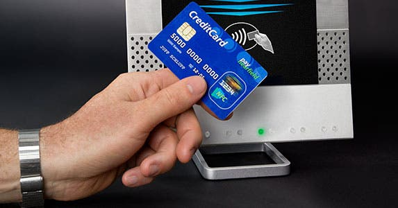 The contactless card © Alexander Kirch/Shutterstock.com