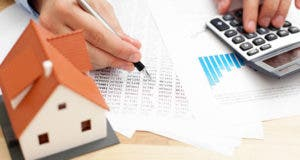 Home rising rates doing paperwork © baranq/Shutterstock.com