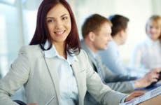 intern taking notes at desk | © Pressmaster/Shutterstock.com