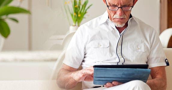 Seniors: Curious about technology © Ysbrand Cosijn/Shutterstock.com