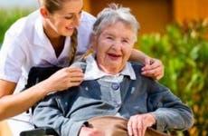 Senior woman in wheelchair with caretaker © Kzenon/Shutterstock.com