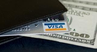 Visa card in wallet © Maria Goncalves - Fotolia.com