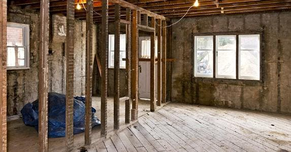 Inside of house under gut renovation © Elena Elisseeva/Shutterstock.com