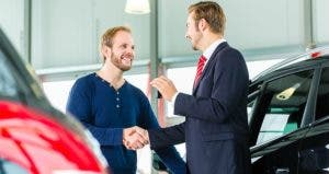 Man buying car from showroom © Kzenon/Shutterstock.com