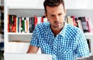 Man on laptop © baranq/Shutterstock.com