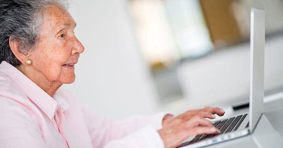 Internet risky for vulnerable seniors © Andresr/Shutterstock.com