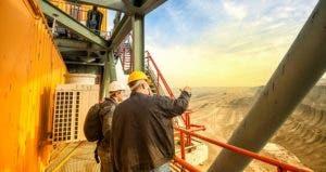 Men working on mining site | iStock.com/Dusko Jovic