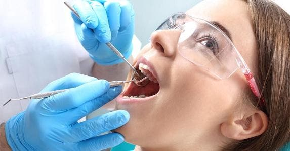 Patient at dentist's office © Robert Przybysz/Shutterstock.com