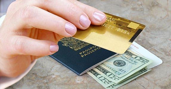 You succumb to vacation impulse buying © NAN728/Shutterstock.com