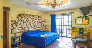 Traditional colonial Mexican bedroom style © romakoma/Shutterstock.com