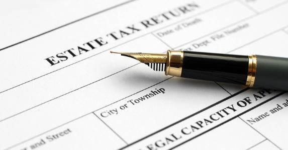 Estate tax return © alexskopje/Shutterstock.com